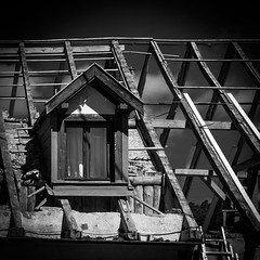 La Chambre du Pote (Clydomatic) Tags: architecture fentre rideaux chienassis chambre charpente nuit