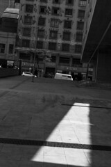 Centro, SP (Th. C. Photo) Tags: centro downtown light luz sombra shadow sp sopaulo street streetphotography streetphoto streetphotographysp photography fotografia rua fotografiaderua pretoebranco blackandwhite pb bw
