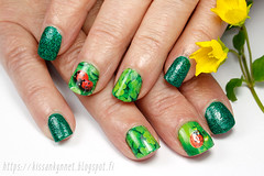 summer_lady_bug_nail_art (-Yue) Tags: nails nail art green summer ladybug water decals girly bits jiminy christmas