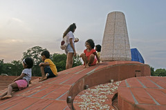 urn_kids_5755 (Manohar_Auroville) Tags: sri aurobindo birthday auroville matrimandir urn amphitheatre decorations flowers beauty beauties girls manohar luigi fedele 15816