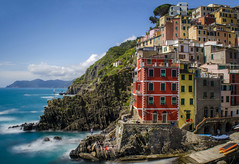 Riomaggiore! (Paul's Picx) Tags: italy riomaggiore liguria village coast italianriviera cinqueterre colour color architecture liguriansea cliffs