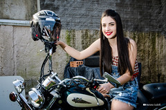 Ensaio Vittoria Waterkemper (Mariana Scalzilli) Tags: marianascalzilli bookfotográfico ensaiofotográfico portoalegre fotógrafa ensaiofeminino retrato bookexterno virago motocustom moto capacete