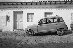 Streets (Magdalena Szata) Tags: analog bw colombia ilfordfp4125plus ilfordid11 kwiecie minoltaxd7 villadeleyva