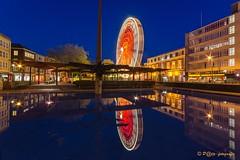 Reuzenrad Arnhem-centrum (www.petje-fotografie.nl) Tags: arnhem bluehour avond donker draaimolen strepen gelderland spiegeling verlichting musissacrum langesluitertijd blauweuurtje arnhemcentrum