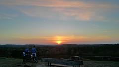 Mountainbiker am Brunsberg mit Sonnenuntergang (greenoid) Tags: sunset germany sonnenuntergang hamburg mountainbike mountainbiker buchholz gipfel brunsberg