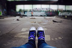 (madeleine_kupka) Tags: old art graffiti colorfull awesome explore dirt trainstation converse schuhe chucks bunt dreck