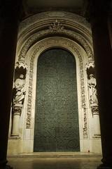 Portal von St. Bonifaz Mnchen (wimmerralf) Tags: 52wochenfotochallenge tr tren portal stbonifaz mnchen beleuchtung kirche nachtaufnahme freihand lumixgx7 licht light nacht night