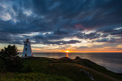 The Swallowtail Lighthouse - Grand Manan Island - le Grand Manan - New Brunswick - Nouveau-Brunswick - Canada (Paul B Jones) Tags: theswallowtail lighthouse grandmananisland legrandmanan newbrunswick nouveaubrunswick canada maritimes bayoffundy atlantic canadian dawn sunrise landscape seascape canoneos1dx ef1124mmf4lusm wideangle uwa ultrawideangle midges phare faro