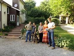 Mme lieu, mme personnes, 12 ans plus tard (patrick.andries) Tags: famille portrait chien grandmre garons fille