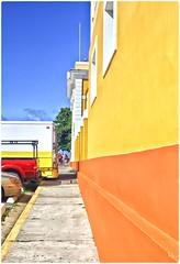 Punto De Fuga (Vanishing Point) (SamyColor) Tags: canon50d tamron28mmf25adaptall2 sanjuan oldsanjuan viejosanjuan puertorico colores colorido colori colors colorefexpro4