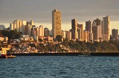 quando o sol está em nossas janelas... (Ruby Ferreira ®) Tags: city bay baíadetodosossantos buildings prédios ripples barcos boats salvadorba pôrdosol sunset