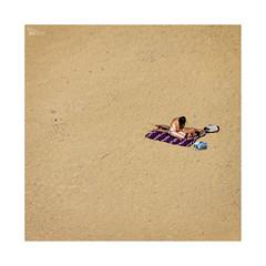 Playeando... (ngel mateo) Tags: ngelmartnmateo ngelmateo santander cantabria espaa playa playadesomocuevas liencres arena playanudista mujer bikini tanga toalla pareja spain sand beach nudebeach towel woman thong couple fkk