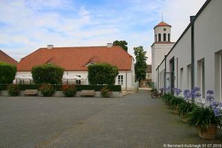 Europa, Deutschland, Brandenburg, Landkreis Märkisch-Oderland, Neuhardenberg, Schloss Neuhardenberg, Hof