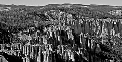 The dawns early light (SCFiasco) Tags: sunrise dawn light earlylight thedawnsearlylight america usa bw bryce nationalpark nps nationalparkservice brycenationalpark hoodoo scfiasco siasoco edsiasoco blackandwhite monochrome outdoor sky vista panorama mountain rock rockformation errosion erode skyline landscape 100v10f