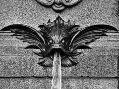Mendebrunnen in Leipzig (ingrid eulenfan) Tags: leipzig mendebrunnen augustusplatz wasser springbrunnen fontaine wasserfontne fontne fisch maul