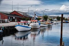 By the dock (Maria Eklind) Tags: smbtshamn himmel summer limhamn resund malm reflections outdor water spegling sky boats hamnfestivalenlimhamn sweden harbour clouds skneln sverige se
