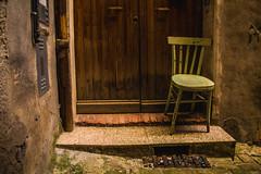 (Alice Barigelli) Tags: jesi italia italy marche chair sedia door porta house casa centrostorico oldtowncentre