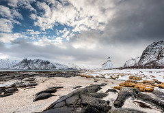 "the church on the beach (Federico ""Jger"" Serafini) Tags: norvegia lofoten ghiaccio rocce rocks norway aurora boreale northern light clouds nuvole sea spiaggia long exposure"