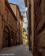 Lucca Narrow Street-1 (PapaPiper) Tags: italy alan lucca tuscany piper 2015