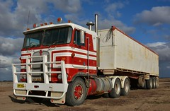 Cabover (quarterdeck888) Tags: nikon flickr tipper country transport frosty semi lorry trucks express freight workingtrucks overnight kenworth tractortrailer semitrailer airstart movingpictures quarterdeck cabover bigrigs movingvehicles roadtransport tautliner d7100 highwaytrucks australiantrucks truckphotos expressfreight australiantransport roadfreight 8v92 jerilderietruckphotos jerilderietrucks outbacktrucks exfinemore