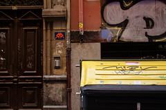 _DSC5793 (adrizufe) Tags: bilbao aldezaharra cascoviejo basquecountry door contenedores basura rondan13 detalle urban streetphotography nopeople ngc nikonstunninggallery nikon d7000 adrizufe aplusphoto adrianzubia streetart
