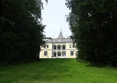 Liselund castle seen from the park (Jaedde & Sis) Tags: mn liselund castle view park