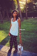 Usando la Luz Natural (Yaiza AB Photography) Tags: parque grande yaizaabphotography canon 1100d luz natural nature light zaragoza spain espaa model modelo girl chica bolso bag corona flores azul morado blue purple sol