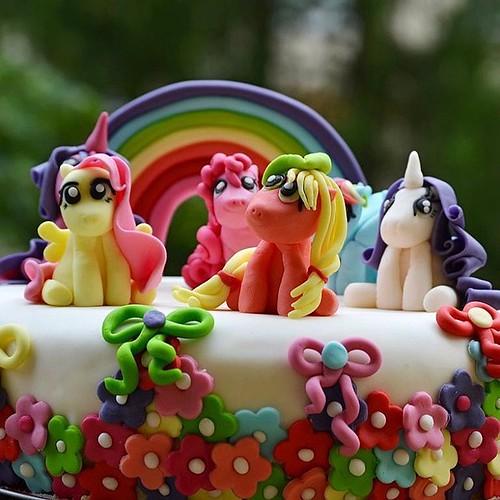 #cake for my love 💖🌼🎂🎉💕 #ilovemydaughter #9candles #birthdaygirl #happybirthday #mylittleponycake
