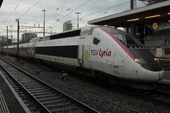 SNCF TGV Lyria 4407 mit Werbung fr Stan the Man - Stan Wawrinka ( TGV train  grande vitesse - Hochgeschwindigkeitszug Zug ) am Bahnhof Bern im Kanton Bern der Schweiz (chrchr_75) Tags: hurni160916 albumzzz201609september christoph hurni chriguhurni chrchr75 chriguhurnibluemailch september 2016 bahn eisenbahn schweizer bahnen zug train treno albumbahnenderschweiz2016712 albumbahnenderschweiz schweiz suisse switzerland svizzera suissa swiss albumbahntvg tvg juna zoug trainen tog tren  lokomotive  locomotora lok lokomotiv locomotief locomotiva locomotive railway rautatie chemin de fer ferrovia  spoorweg  centralstation ferroviaria grande vitesse fransicher hochgeschwindigkeitszug sncf socit nationale des chemins franais