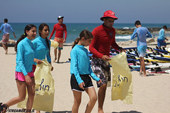 IMG_8733 (Streamer -  ) Tags: ocean sea people green beach nature students ecology up israel movement garbage sunday north group young cleanup clean teen shore bags  nonprofit streamer  initiative enviornment    ashkelon          ashqelon   volonteers      hofit