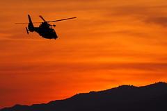 Coucher de soleil sous contrle ................................... Sunset under control (Phoebus58) Tags: california sunset sky orange losangeles santamonica olympus ciel coucherdesoleil helicoptere calabasaspeak