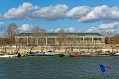 Paris : Muse de l'Orangerie  ( Tuileries Garden ) (Pantchoa) Tags: paris france seine fleuve muse musedelorangerie tuileries nuages d7100 35mmf18gdx pniches bateaux drapeaufranais eau