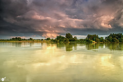 When the storm is coming upon us (Robert Stienstra Photography) Tags: sky nature clouds reflections river landscape landscapes nikon skies natural cloudy outdoor skyscapes forces rhenen cloudscapes gelderland naturalforces landschappen landscapephotography riverscape skyporn riverscapes d7100 nikond7100 geldersestreken