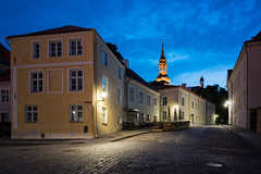 Ghost Town (McQuaide Photography) Tags: tallinn estonia europe northerneurope sony a7rii ilce7rm2 alpha mirrorless 1635mm sonyzeiss zeiss variotessar fullframe mcquaidephotography adobe photoshop lightroom tripod manfrotto light bluehour dusk twilight outdoor outside building city longexposure capitalcity street illuminated wideangle old oldstreet oldtown cobbled cobbles pedestrian atmosphere charm lowlight streetlight pavement sidewalk architecture timeless cobblestone medieval historic history unesco worldheritagesite house church terrace lossiplats corner streetcorner empty deserted nopeople