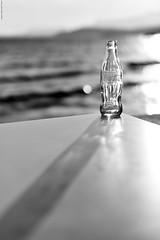 Coca-Cola. (Carlos Arriero) Tags: cocacola diagonal nikon d800e luz dof bokeh carlosarriero mar sea blancoynegro blackandwhite botella bottle 50mm lachispadelavida unacocacolayunasonrisa lavidaseilumina composition composicin