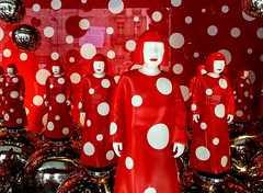 Yayoi Kusama Dummies (J Wells S) Tags: yayoikusama louisvuitton storewindowdisplay mannequins polkadots galerieslafayette paris france displaydummies dolls
