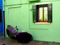 Colourful Burano, 4 umbrellas and a bike (Nada BN) Tags: burano lagunadivenezia italy