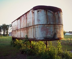 Vintage Fruehauf (Dave* Seven One) Tags: old green rot classic field grass vintage rust tn decay farm tennessee rusty 1950s trucks trailer trucking fruehauf