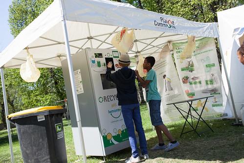 Borne recyclage de canettes et de bouteilles plastique ©M.Rondel