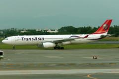 TransAsia Airways | Airbus A330-300 | B-22105 | Taipei Taoyuan (Dennis HKG) Tags: transasia transasiaairways tna ge airbus a330 a330300 airbusa330 airbusa330300 aircraft airplane airport plane planespotting taipei taiwan taoyuan rctp tpe b22105 canon 7d 70200