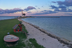 Zonsondergang bij het Paard (zsnajorrah) Tags: rural nature lighthouse water lake boat transportation pier sunset sky clouds phoneography cameraphone phonecamera iphonese marken paardvanmarken hetwittepaard wittepaard markermeer