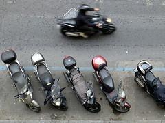 Roller in Rom (guckma) Tags: italy italien italia rom roma rome roller viadeiserpenti monti monopattino motoretta