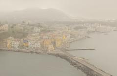 Ischia Ponte dall'alto al tramonto (Lella '54) Tags: suditalia campania isola ischiaponte casecolorate paesaggiodallalto montagnesullosfondo prospettiva nebbia fog atmosferagrigia