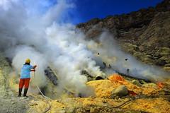 java - ijen (peo pea) Tags: colors ijen reportage crater cratere volcano vulcano sulfur zolfo esalazioni mine miners leica leicaq