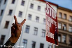 Hunderte demonstrieren in Berlin gegen trkische AKP-Regierung (tsreportage) Tags: akp arab berlin demokratie demonstration dielinke fahnen flaggen hakanta kreuzberg kurden kurdistan leftparty mda pkk schild transparent tuerkei turkey ypg banner demo democracy flags march protest sign ypj germany de