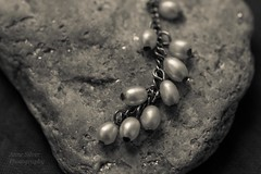 Lisse et rugeux (smooth and rough) (l'imagerie potique) Tags: macromondays limageriepotique poeticimagery hmm opposites roughandsmooth pearls rock creamtone monochrome rugeuxetlisse