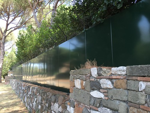 Someone thought it would be acceptable to set up a metal wall with a barbed wired crown atop to hide the inside of his property in the Regional Park of the Appia Antica. How can the Superintendent for Roman archeology be OK with this uglification?