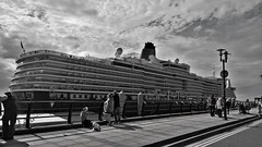 QE (seathepicture) Tags: liverpool cunard queenelizabeth cunard100yearscelebrations