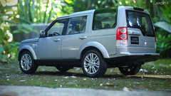 Land Rover Discovery 4 (Matheus_Loureno) Tags: 124 suv welly landrover diecast britishcar 124scale lr4 diecastcar landroverdiscovery4 diecastphotography welly124