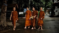 Temple in Chiang Mai (christophe plc) Tags: thai thailande xt1 fuji monk chiang mai asian asia asie boy moine temple chedi luang portrait groupe chiangmai xf1855mmf284 r lm ois people